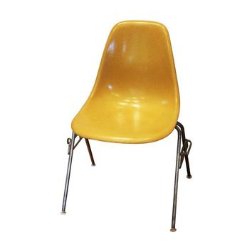 Pre Owned Herman Miller Eames Fiberglass Shell Chairs   S/4