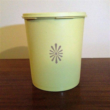 "Vintage 1970s ""Sunburst"" 12 Cup Tupperware Container and Lid / Retro Kitchen Canister 807-9"