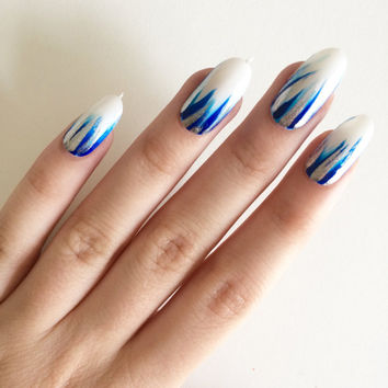 Blue feathered oval nails, hand painted acrylic nails, fake nails, false nails, stick on nails, nail art, artificial nails