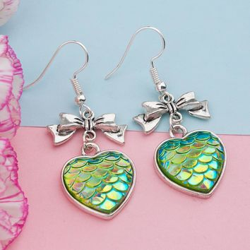 DoreenBeads Handmade Earrings Ear Hook Antique Silver Color Mermaid Fish / Dragon Scale Green AB Color Heart Bowknot, 1 Pair