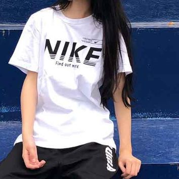 "NIKE Bust Logo Big Letters Tee Shirt Round ""Find Out More"" Loose Design Tan Top B-MG-FSSH White"