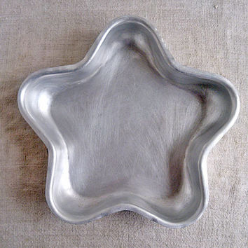 Vintage baking dish Old cake mold Star form biscuit Baking muffin Kitchen aluminum form Bakeware tools Kitchenware baking supply Old pastry