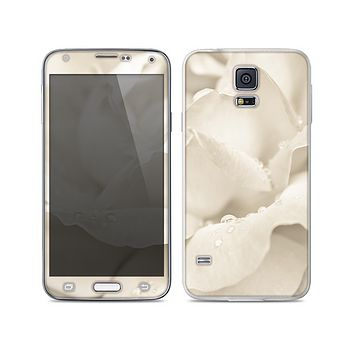 The Drenched White Rose Skin For the Samsung Galaxy S5