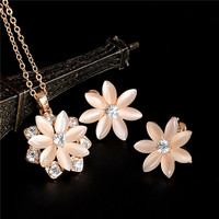 Hot Sale Jewelry Set Gold Plated Austrian Crystal Stud Earrings For Women Flower Pendant Necklace Set Wedding Fashion Jewelry