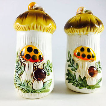 Vintage Merry Mushroom  Salt And Pepper Shakers Retro Orange Yellow Brown Toadstool 1960 1970 Kitsch Mid Century Kitschy Kitchen Decor