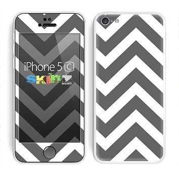 The Sharp Gray & White Chevron Pattern Skin for the Apple iPhone 5c