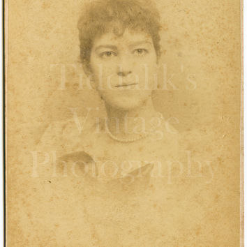 Cabinet Card Photo Victorian Beautiful Young Woman, Identified, Vignette Faded Portrait - Russell & Sons of London - Antique Photo 1895