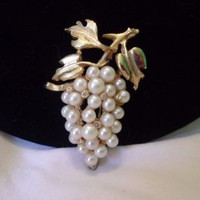 Estate Faux Pearl Grape Berries Cluster Glass Rhinestone Gold Plate Vintage Pin
