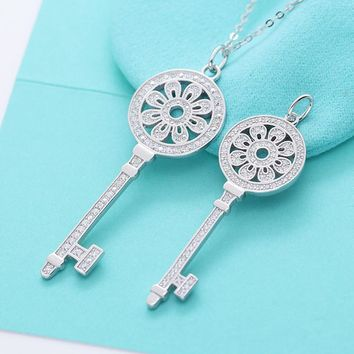 Silverwill 2017 Necklace Pendant in Key shape Shinning Sunflower Neck Jewelry Accessory Pendant Necklace