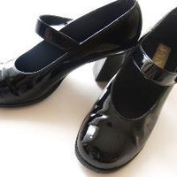 Vintage Black Patent Mary Jane Shoes by treasuredarling on Etsy