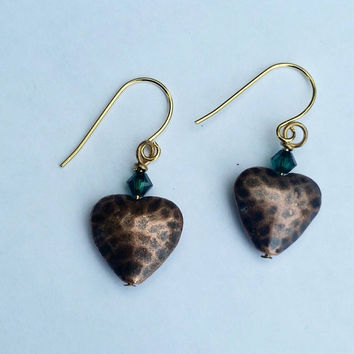 Hammered copper heart earrings, heart jewelry, green crystal earrings, love jewelry, gift for her,