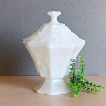Vintage Anchor Hocking Grape and Leaf Milk Glass Candy Dish Compote, Vintage Wedding Tablescapes