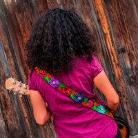 Leather embroidered guitar strap - Jardin MultiColor