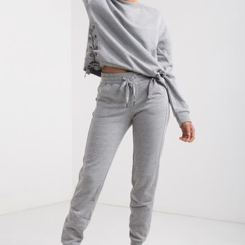 Stretchy Drawstring Waist Cuffed Hem Two Pocket Fleece Lined Sweatpants in Heather Grey