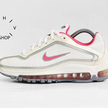 NOS Vintage Nike Air Max Medallion GS sneakers / Vintage White Silver Pink Trainers / Deadstock Athletic Shoes / Womens Kids sneakers kicks