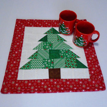 Christmas Tree Quilted Table Topper, Winter Christmas Quilted Table Runner, Christmas Tree Table Quilt, Christmas Decor, Patchwork Runner
