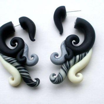 Shadow Nymph Fake Gauge Earring- Piercing -Black -Dark - Elegant