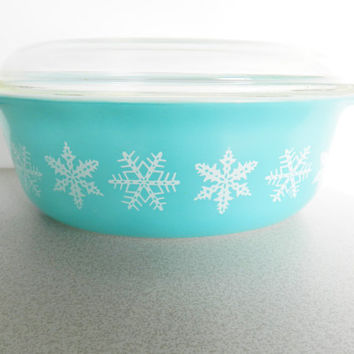 Pyrex Snowflake Casserole, 1950s Turquoise Pyrex Serving Dish, Covered Casserole, Pyrex Covered Casserole