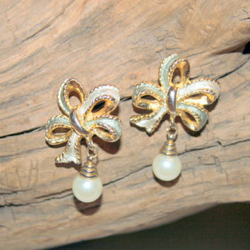 Vintage Bow and Pearl Goldtone and Sage Earrings