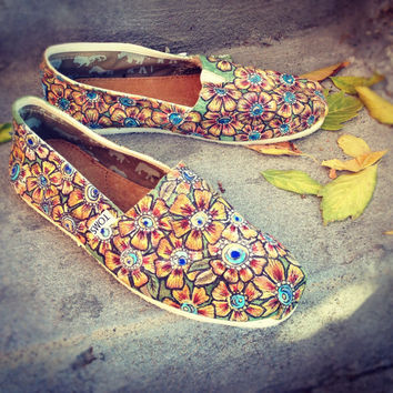 Hand painted henna design size 8 Tom shoes