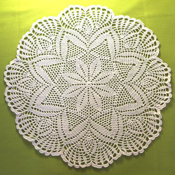AVAILABLE 1 pc; Delicate doily with starry pattern and fan rim, White crochet doily; Cottage chic crochet doily