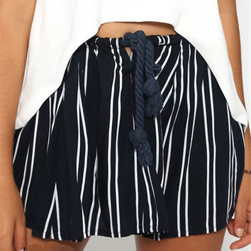 Stripe Print Drawstring Waist Loose Short