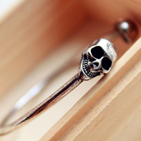 Punk Skull Tip Open Bangle