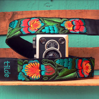 Leather camera strap with traditional Guatemalan embroidery - Jardín (Garden) in turquoise, red, green - JDC4