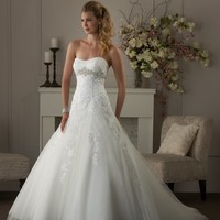 Bonny Classic 405 Lace and Tulle Wedding Dress