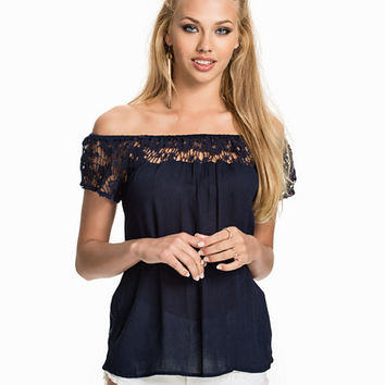 Halle Off-shoulder Top, Only
