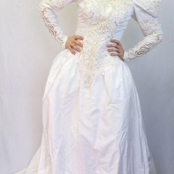 Vintage 80s 90s Lili International Wedding Dress Puffy Sleeve Gown Cupcake Ballgown Princess Masquerade Queen Tacky Beaded Sequin Cinderella