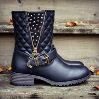 SZ 5.5 Well Traveled Black Quilted Boots