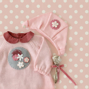 Knitted baby dress and cap with felt flowers and circles, gray and pink. 100% wool. READY TO SHIP in size 1/3 months.