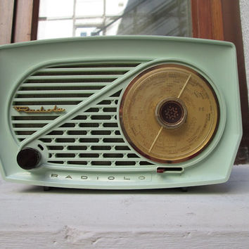 Vintage Mint Green very Compact Tube Radio Radiola Type Radiolo, made in France
