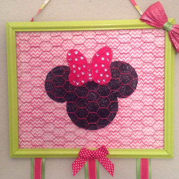 framed Minnie Mouse hair Bow accessory jewelry photo organizer holder bulletin board pink white chevron background and felt minnie cutout
