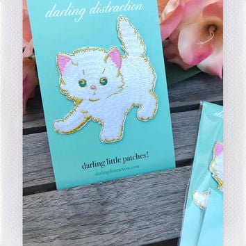 DARLING DISTRACTIONS LRG KITTY PATCH WHITE