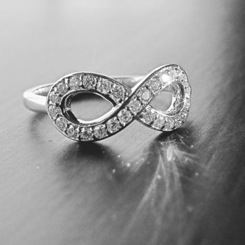 Medium 14k White Gold Diamond Infinity Ring