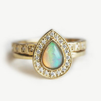 Opal Wedding Ring Set, Halo Opal Ring, Halo Diamond Set, Unique Wedding Ring Set, Pear Opal Engagement Ring with Diamond Eternity Band