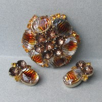Spectacular Unsigned WEISS Striped, Inverted, & Molded Rhinestone Pin & Earrings Set
