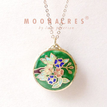 "vintage rare unique round green chinese lacquer floral enamel 36"" long locket gold filled chain graduation birthday christmas gift moonacres"