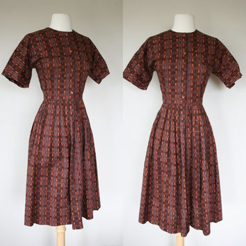 1950's brown dress, small fit and flare day dress, New look, house dress, square pattern, Viva Las Vegas, Mad men, short sleeve, casual.