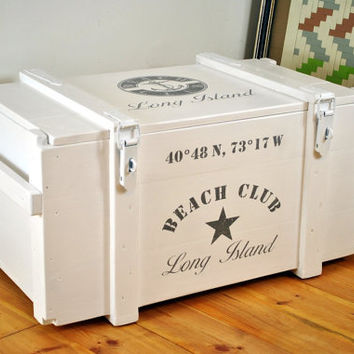 White steamer trunk coffee table > Long Island Beach Club < | vintage look storage bench | maritime crate coffee table | side board | chest