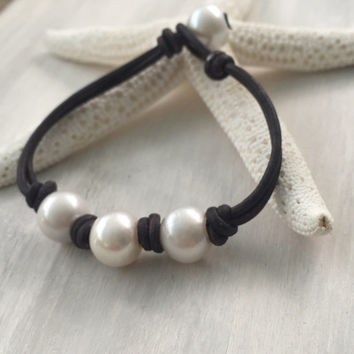 Leather pearl bracelet, pearl bracelet, leather bracelet, freshwater pearl bracelet, three pearl bracelet, pearl and leather jewelry