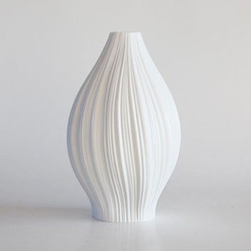 Modernist  Porcelain White 'Plissée' Vase - M. Freyer for Rosenthal 1960s