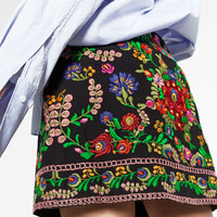EMBROIDERED MINI SKIRT DETAILS