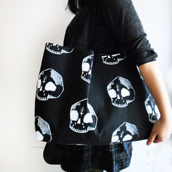 Large Skull Shoulder Bag [Black]
