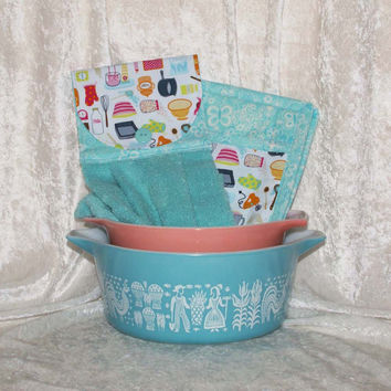 3 Piece Kitchen Set • Handmade Hanging Hand Towel • 2 Potholders • Hot Pad • Vintage Pyrex Bowls • Retro Baking Tools • Mixer Turquoise Aqua