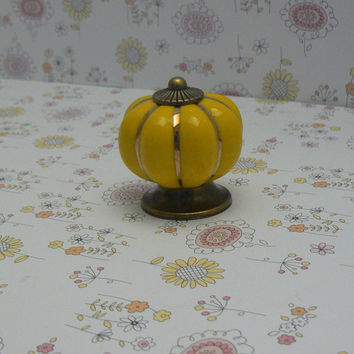 Yellow Cabinet Drawer Round Pumpkin Style Knob Handle Kitchen Dresser Furniture Decorative Hardware Ceramic Gold Pin Stripe Antique Bronze