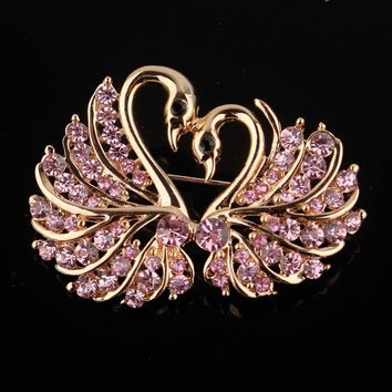 Cute Crystal Swan Brooch Pins Gold Color Lovers Animal Rhinestones Brooches for Women Wedding Scarf Jewelry Vintage Lapel Pins