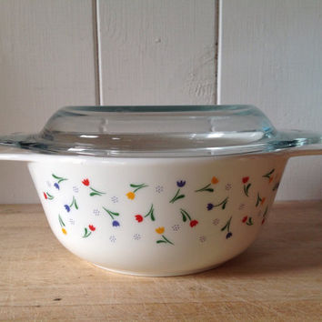 1980s Rare Pyrex England Tulipa - USA size 505 1 pint Round Casserole With lid- great condition